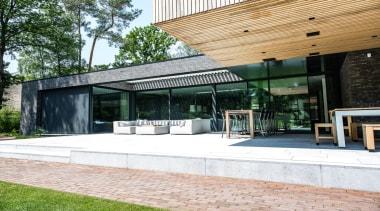 78580_louvretec-new-zealand-ltd_1557360206 - architecture | building | facade | architecture, building, facade, home, house, interior design, pavilion, property, real estate, roof, shade, tree, white