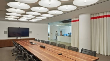 The design for renowned advertising agency Wieden+Kennedy moves ceiling, conference hall, interior design, table, gray
