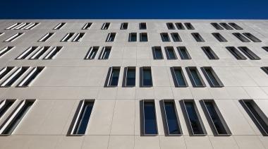 Fachada edificio Cajamar - Dekton Sirocco 3 architecture, building, commercial building, condominium, corporate headquarters, daylighting, daytime, facade, landmark, line, symmetry, gray