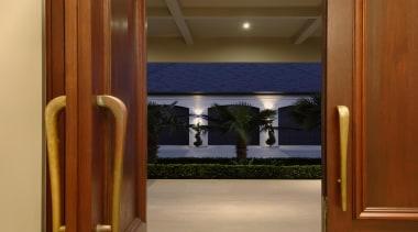 karakanew021.jpg - karakanew021.jpg - door   home   door, home, interior design, lobby, property, window, brown