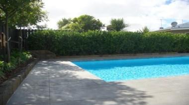 pol0080web.jpg - pol0080web.jpg - area | backyard | area, backyard, estate, fence, grass, house, landscape, landscaping, leisure, plant, property, real estate, resort, swimming pool, yard, white