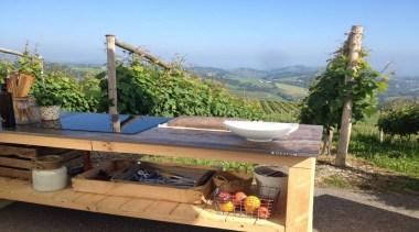 Karlos Arguinano en tu cocina con Dekton Trilium outdoor structure, plant, property, real estate, roof, table, tree, teal