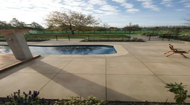 pol0022web.jpg - pol0022web.jpg - area | backyard | area, backyard, landscape, leisure, outdoor structure, patio, property, real estate, recreation, walkway, wall, yard, gray, brown