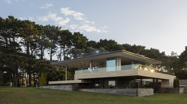 Rowe Baetens Architecture, AucklandSee the full story architecture, building, cottage, estate, facade, home, house, property, real estate, residential area, tree, white, black