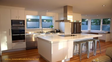 modern glendowie 2013 4.jpg - modern_glendowie_2013_4.jpg - cabinetry cabinetry, countertop, cuisine classique, hardwood, interior design, kitchen, real estate, room, brown