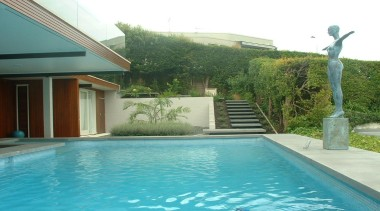 pol0107 - landsmiths.jpg - pol0107_-_landsmiths.jpg - backyard | backyard, estate, home, house, leisure, outdoor structure, plant, property, real estate, residential area, swimming pool, villa, water, yard, teal, green
