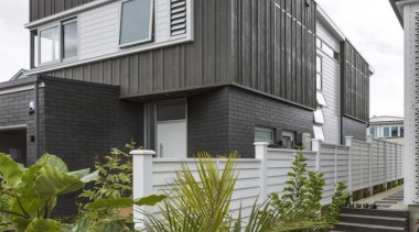 theblock2014045.jpg - theblock2014045.jpg - building | cottage | building, cottage, facade, home, house, property, real estate, residential area, siding, window, gray