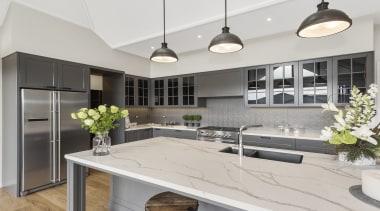 Beautiful Primestone Pola 40mm wrm white Satuario venato countertop, cuisine classique, interior design, kitchen, gray