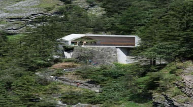 The visitor centre located at the top of hill station, mountain, mountain range, tree, water, brown