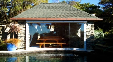 The Calido Zip Screen in clear PVC - backyard, cottage, gazebo, home, house, outdoor structure, property, real estate, shed, black