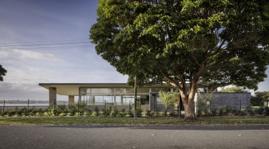 Highly Commended – Rowe Baetens Architecture – TIDA architecture, building, cottage, estate, facade, home, house, neighbourhood, plant, property, real estate, residential area, sky, suburb, tree, woody plant, gray, black