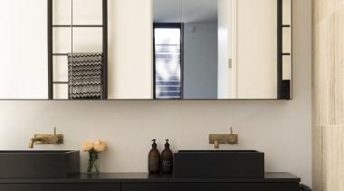 哑光黑色的卫浴洁具搭配有黑色花纹的小麦色的墙面,简洁大气。 bathroom accessory, floor, furniture, interior design, shelf, white