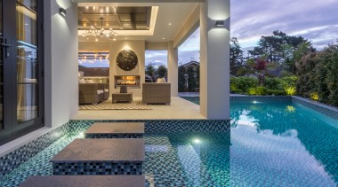 Diving into luxury – the glittering backyard pool