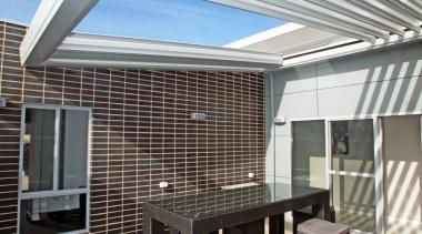 78580_louvretec-new-zealand-ltd_1557360724 - apartment   architecture   building   apartment, architecture, building, ceiling, daylighting, deck, design, facade, furniture, home, house, interior design, patio, pergola, property, real estate, roof, room, shade, gray
