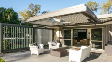 Concertina Retractable Louvres - backyard | house | backyard, house, outdoor structure, patio, property, real estate, roof, gray