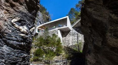 The visitor centre located at the top of cliff, escarpment, formation, geology, mountain, rock, sky, terrain, tree, black, gray
