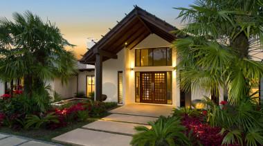 d036589 - arecales | cottage | estate | arecales, cottage, estate, facade, home, house, palm tree, property, real estate, resort, villa, brown