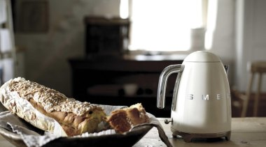 Smeg Classic Cream 50's style kettle - Smeg breakfast, food, small appliance, black, white