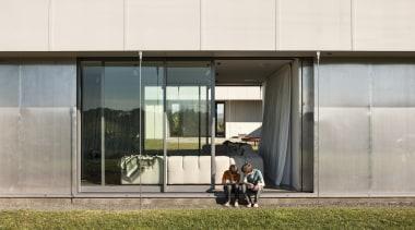 z3776.jpg - architecture | building | facade | architecture, building, facade, house, real estate, window, white
