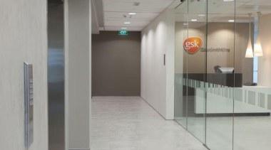 Laminam - Thin ceramic tiles for floors, walls floor, flooring, glass, interior design, lobby, gray
