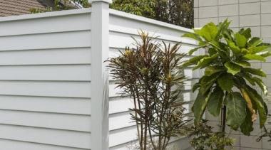 theblock2014054.jpg - theblock2014054.jpg - facade | fence | facade, fence, home fencing, outdoor structure, siding, window, gray, brown