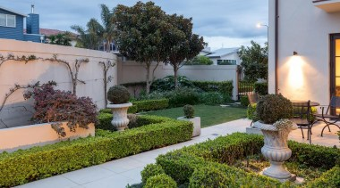 Mellons Bay 5 - backyard | courtyard | backyard, courtyard, estate, garden, home, houseplant, landscaping, outdoor structure, plant, property, real estate, yard, gray