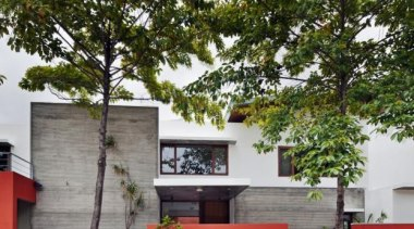 The Long House, Bangalore, IndiaKhosla Associates - World architecture, cottage, facade, home, house, plant, property, real estate, tree, brown
