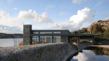 House Hvasser, Oslo, NorwayTom Edvardsen Arkitekter architecture, house, real estate, reservoir, sky, waterway, gray, black