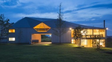THE BARN/HAYASAKA HOUSE In NASU-SHIOBARA, Nasu-shiobara,Tochigi, JapanKEN YOKOGAWA architecture, cottage, estate, evening, facade, farmhouse, home, house, lighting, property, real estate, residential area, roof, sky, teal, black