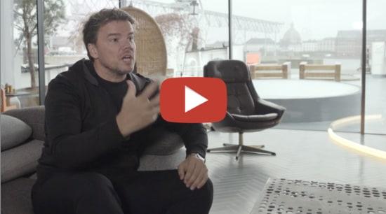 Bjarke Ingels video button - white | black white, black