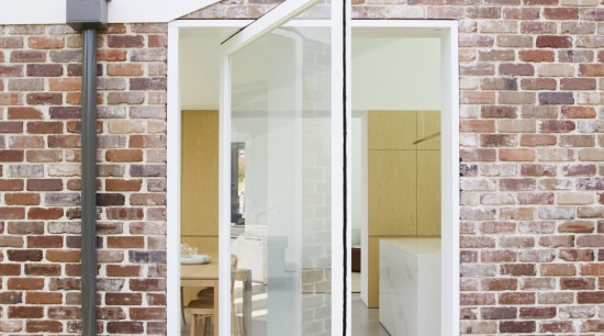​​​​​​​A large pivot glass door next to this pivot glass door, door, facade, kitchen extention, Studio Prineas