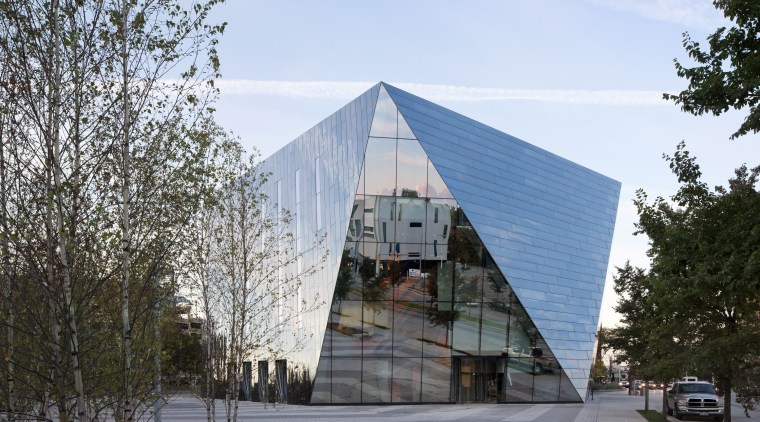 Museum of Contemporary Art (MOCA) Cleveland architecture, building, corporate headquarters, reflection, sky, structure, tourist attraction, teal