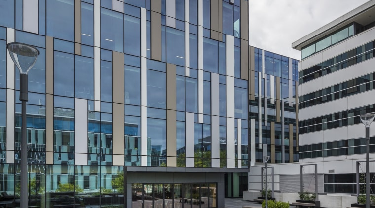 Aluminium panels in different colours and widths are apartment, architecture, building, city, commercial building, condominium, corporate headquarters, daytime, facade, headquarters, house, metropolis, metropolitan area, mixed use, neighbourhood, real estate, residential area, sky, tower block, urban area, urban design, gray