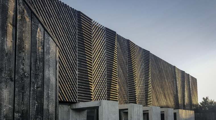 While the various cladding tones are complementary, their gray, black