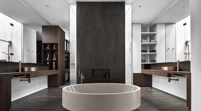 ​​​​​​​This symmetrical bathroom design puts the circular tub