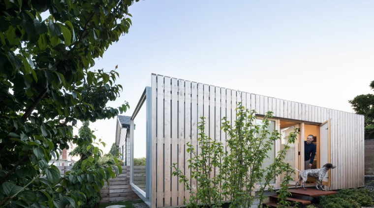 Cantilevered studio draws on the adjacent home's services. architecture, backyard, cottage, estate, facade, home, house, property, real estate, residential area, shed, yard, white