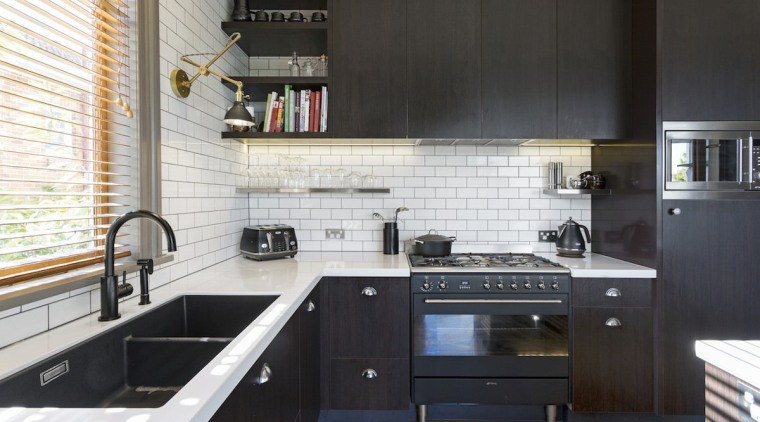 White brick gives the kitchen a New York cabinetry, countertop, cuisine classique, interior design, kitchen, black, white