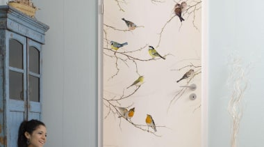 Birds Interieur floor, furniture, interior design, room, wall, window, gray