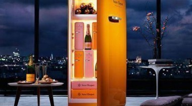 Beautiful fridge and full of Veuve Clicquot!**Please note blue