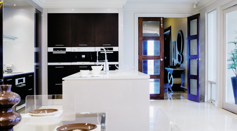 A view of the kitcyhen area, cream tiled interior design, kitchen, living room, room, white