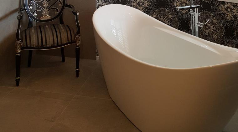 An ornate, upmarket wallpaper features as a backdrop bathroom, bathtub, ceramic, floor, flooring, hardwood, interior design, laminate flooring, plumbing fixture, tile, wood flooring, brown