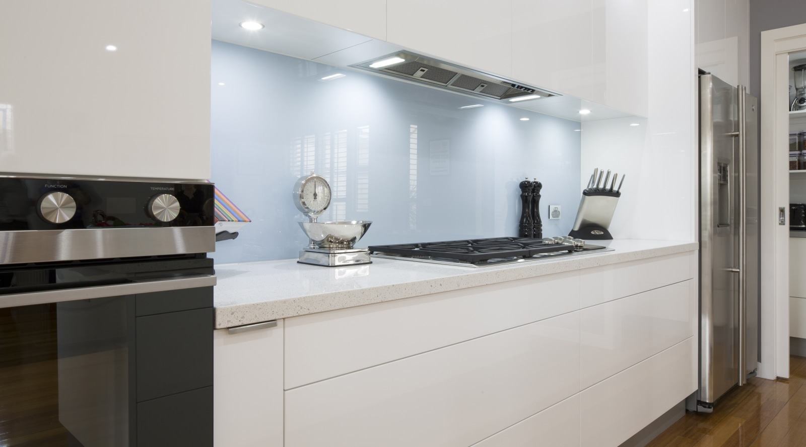 Trends] | Sleek, contemporary white kitchen with pale blue glass ...
