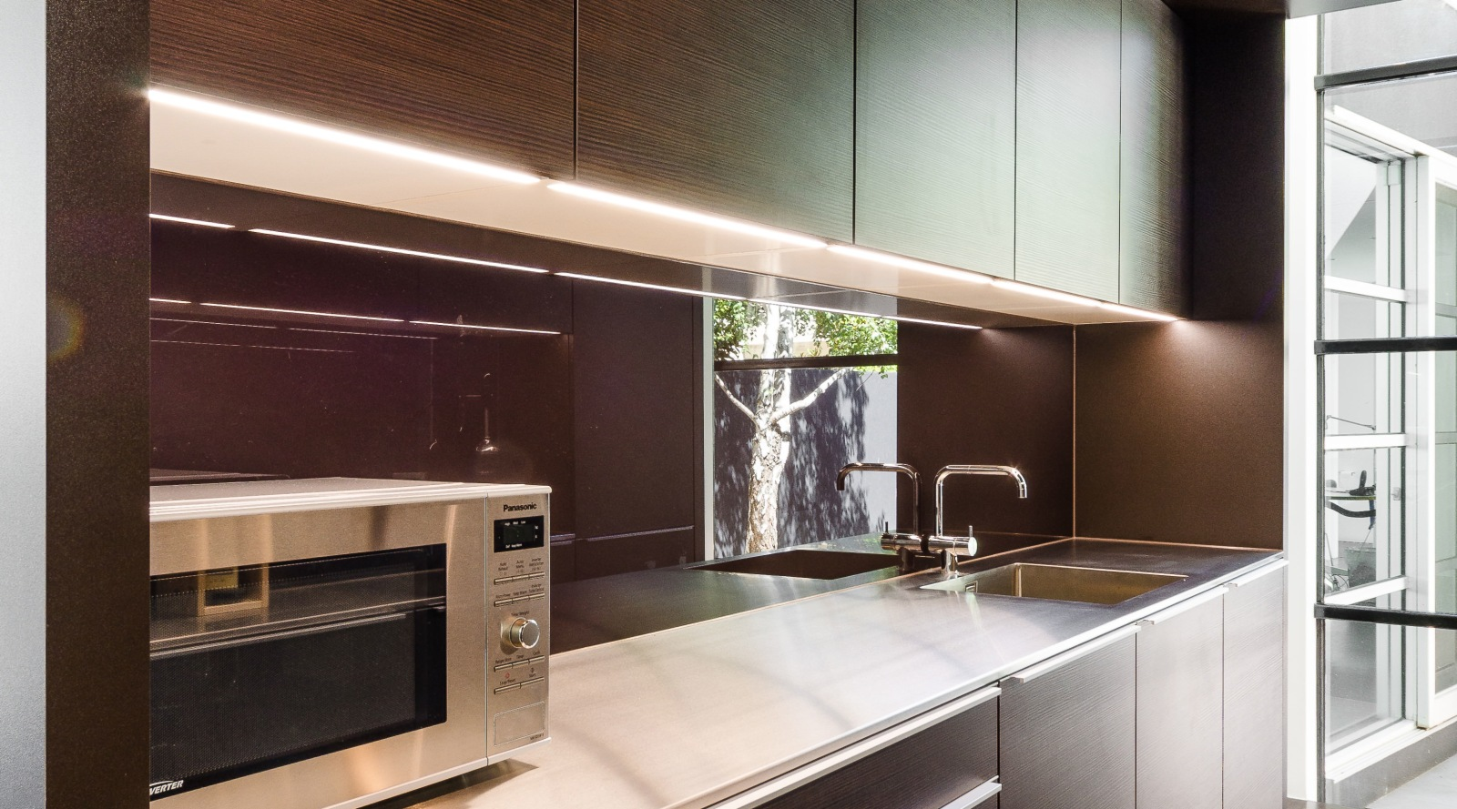 Cube shaped kitchen combines two-tone Poggenpohl cabinetry…