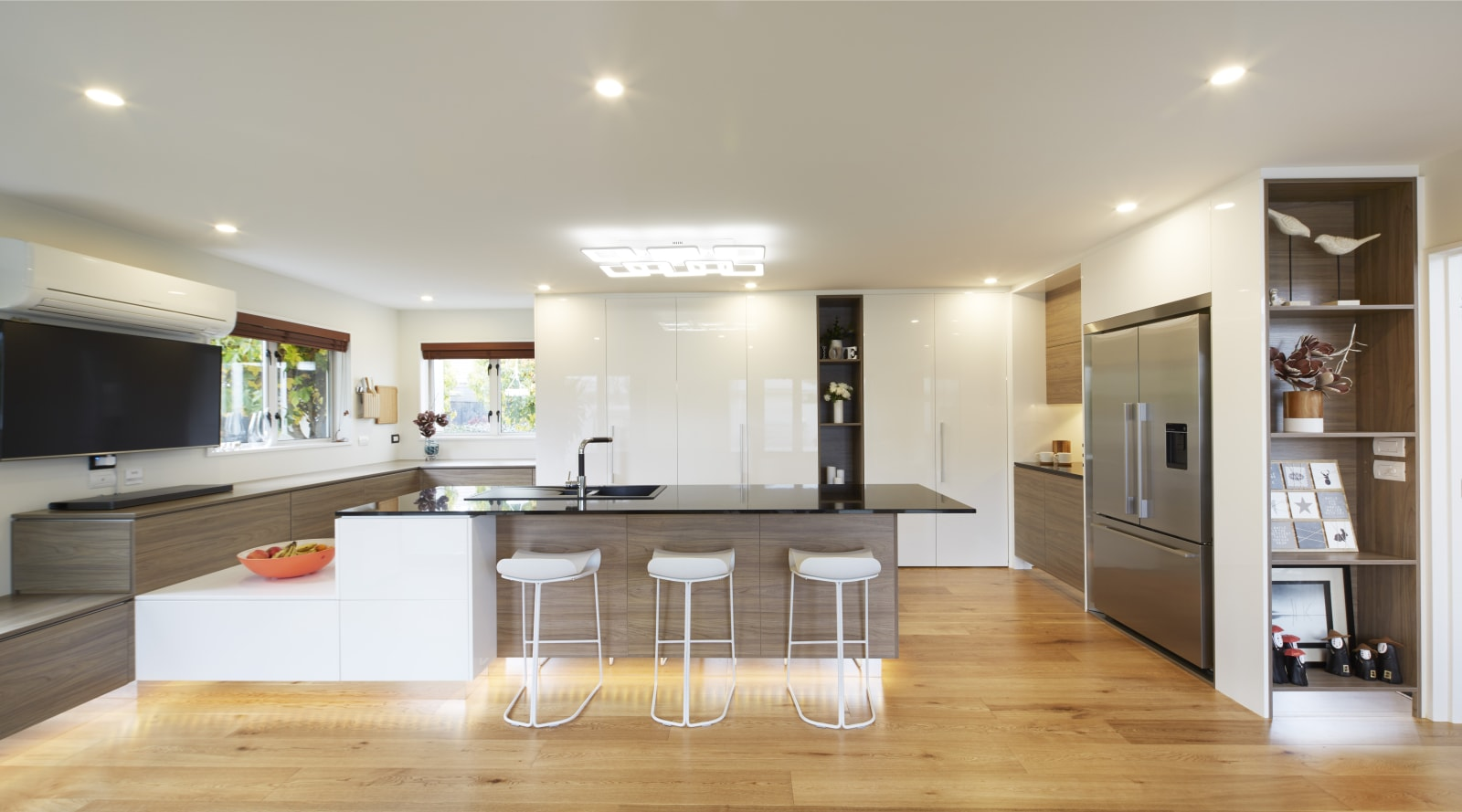 This new kitchen combines luxury with the latest high-tech…