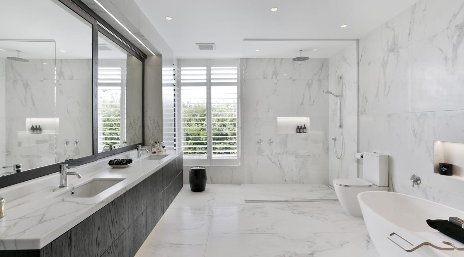 Marble-look tiles give this ensuite a luxurious… | Trends