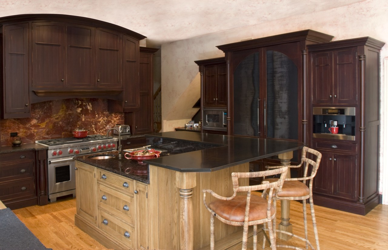 Kitchen cabintery with furniture, wooded floors, with kitchen cabinetry, countertop, cuisine classique, flooring, furniture, hardwood, interior design, kitchen, room, wood stain, red