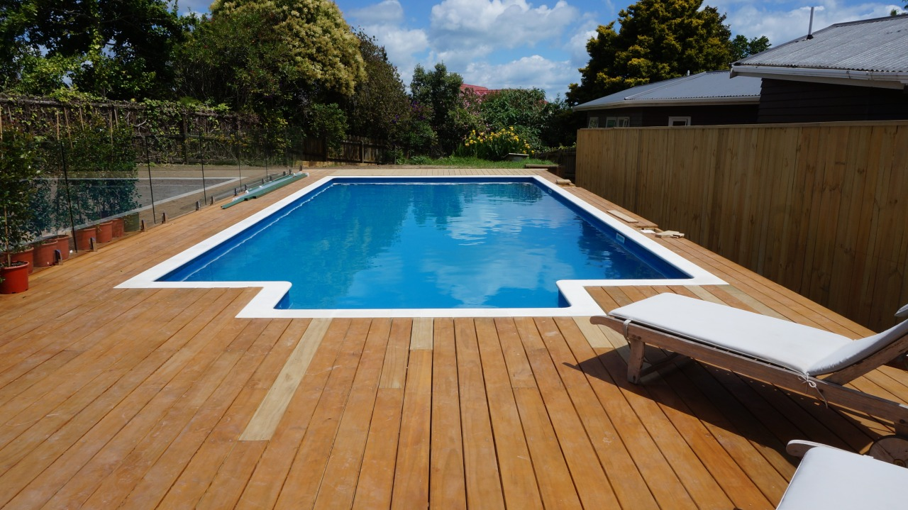 A hassle-free pool – on time and to