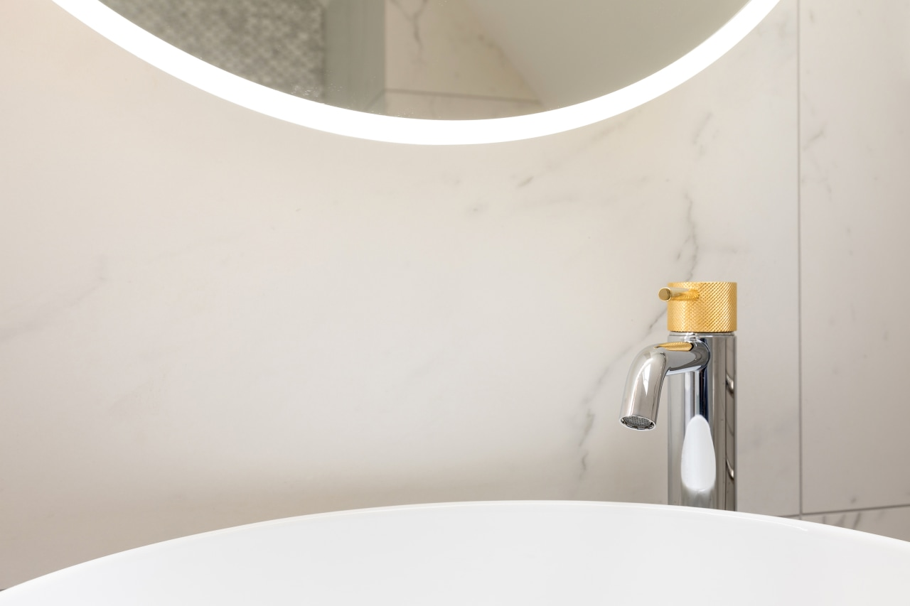 Gold and chrome taps offer a refined touch