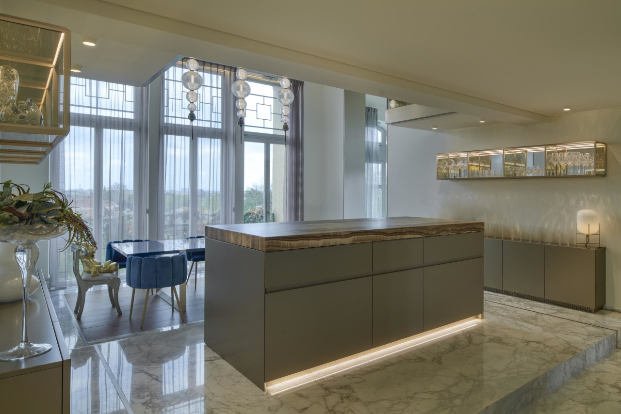 A Brown Onyx show kitchen is directly connected