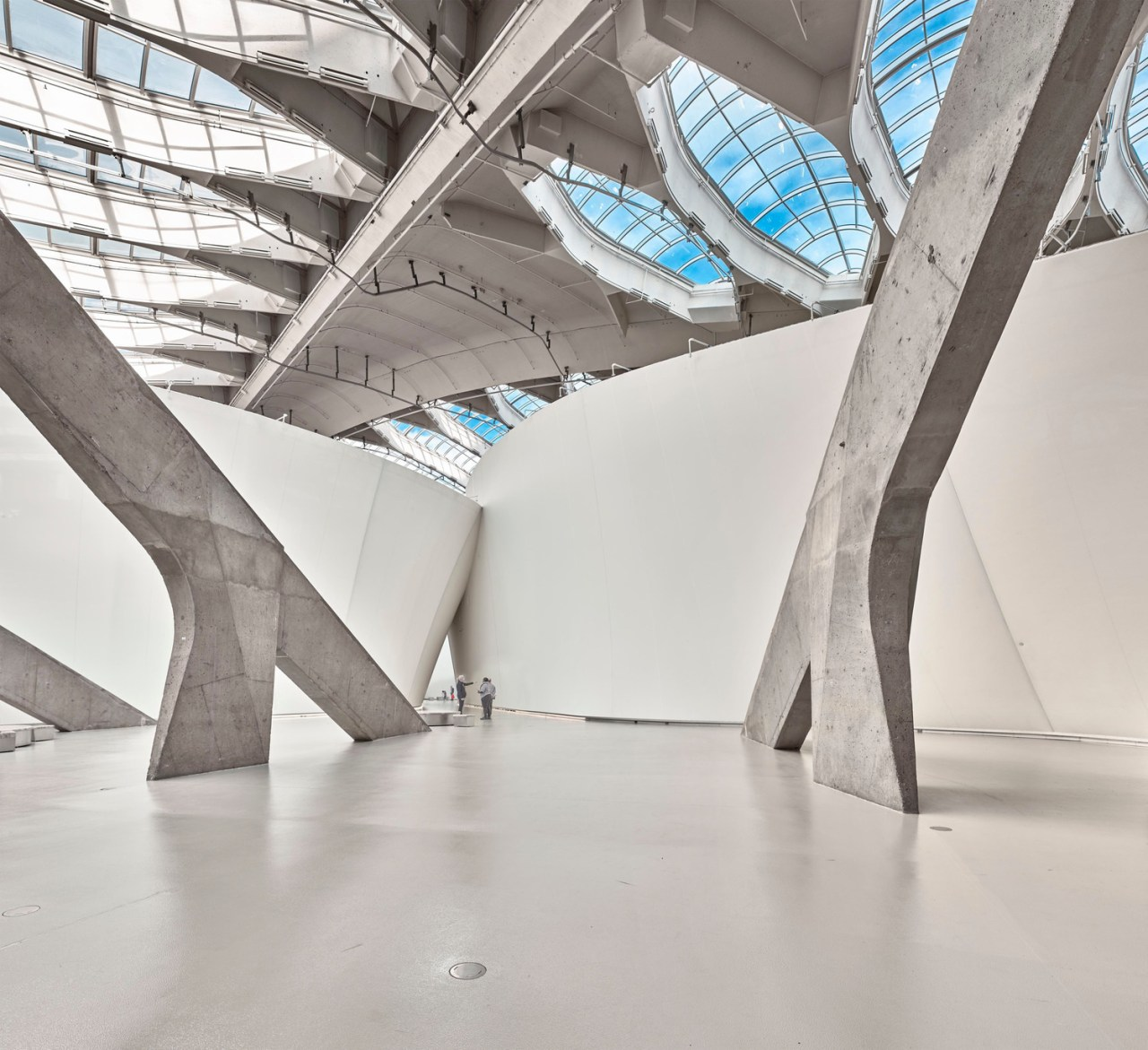 Dwarfed by natural science – the Entrance Hall